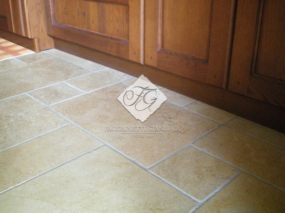 pavimento cucina SAHARA_40x40x2cm_levigato_ed_anticato